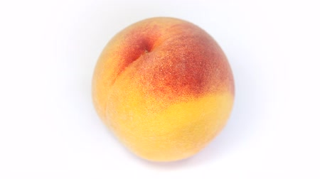 meruňka : Ripe  peach fruit rotating on white background