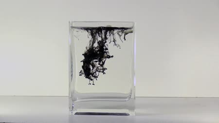 гуашь : In a glass of water drip ink effect