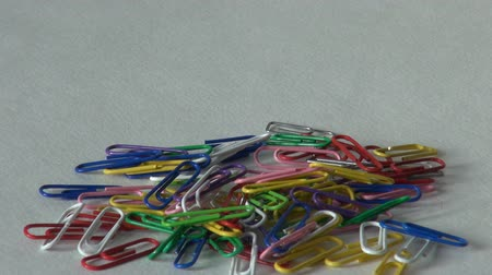 зажим : many paper clips office supplies