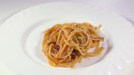 levha : Italian cuisine. Pasta with meat sauce Stok Video