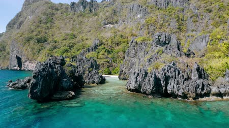 conhecido : Aerial drone view over a tropical coral reef and rocky formations Hidden Beach, El Nido Palawan National Park Philippines