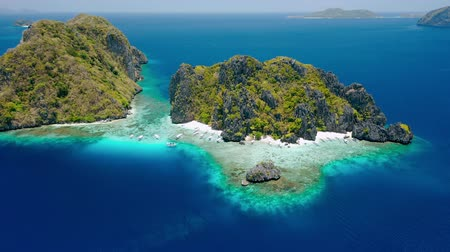böjti réce : Aerial drone footage of Shimizu Island from distance in El Nido, Palawan, Philippines. Rocks and crystal clear turquoise lagoon water in front of the island