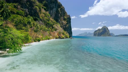 чирок : 4k drone view of paradise beach and steep cliffs of Lagen island. El Nido, Palawan, Philippines. Paradise exotic unique nature at Marine National Park