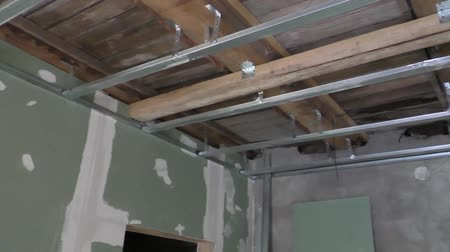 еще : The device ceiling yet seven thousand years ago sheets, repair residential premises Стоковые видеозаписи