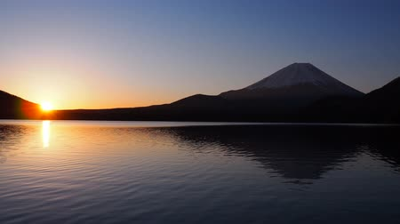 japonya : Sunrise and Mount Fuji from Lake Motosu Japan 03172020 4k.mov