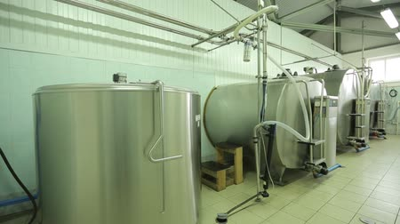 szigetelt : The processing of milk in tanks