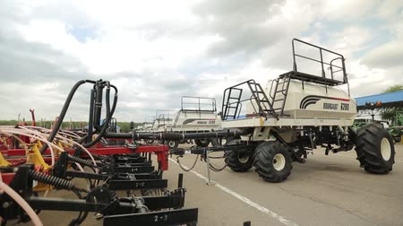 kerék : trailers for harvesters plows are parked for agricultural machinery Stock mozgókép