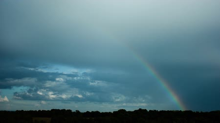 arco íris : time lapse of cloudy sky and rainbow revealing