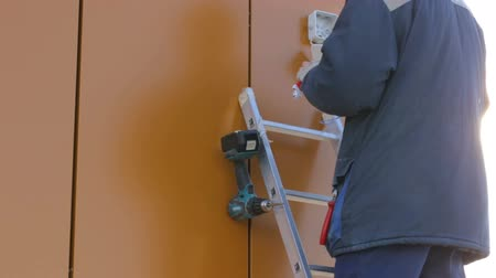 alicate : Electrician working at building site Stock Footage