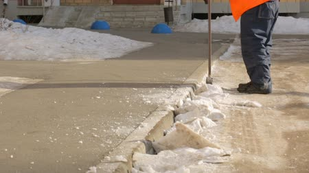 machado : Street cleaner chopping compressed snow