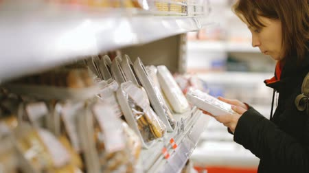 foodstuff : Woman choosing food at grocery store Stock Footage