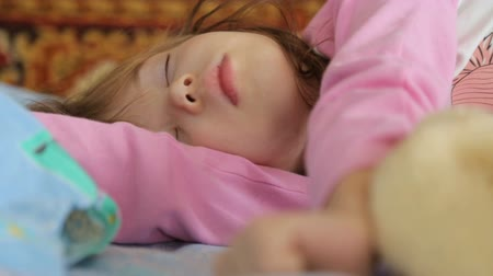 проснуться : Little girl sleeping in morning light