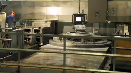vertical : Workpiece processing on turning-and-boring lathe