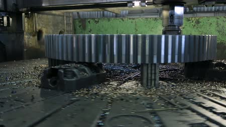 tokarka : Workpiece processing on turning-and-boring lathe
