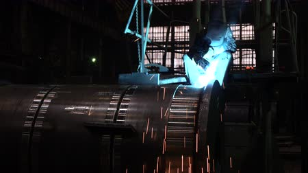 spawanie : Welder welding metalwork in a factory