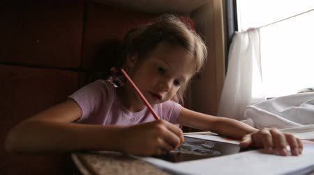 rekesz : Little girl in the train