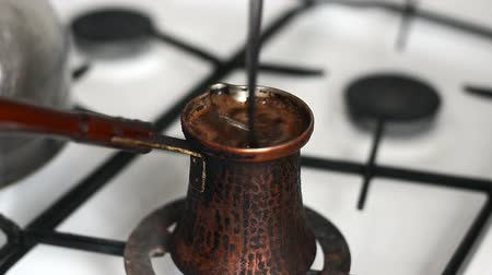 бразильский : Boiled Coffee Preparing in Vintage Bronze Turka