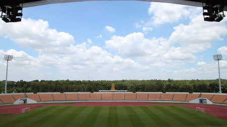 arquibancadas : time lapse ,football field and in stadium with roof, cloud moving, HD clip Vídeos