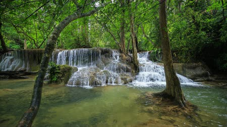 Канчанабури : 4k Time-lapse of Level 7 of Huay Mae Kamin waterfall in Khuean Srinagarindra National Park, Kanchanaburi Province, Thailand Стоковые видеозаписи