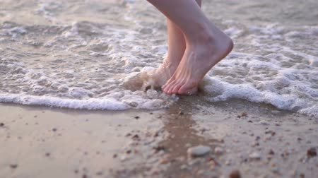 slow motion of woman legs walking on the sea beach Wideo
