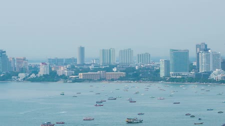 timelapse of Pattaya city and the many boats docking 影像素材