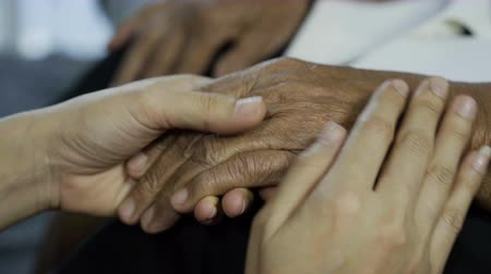 rebuliço : senior and young holding hands Stock Footage