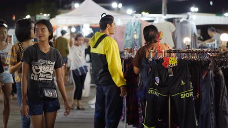 salva vidas : NAKHON RATCHASIMA, THAILAND - 28 SEP 2018 : unidentified people walking and shopping at Save-One market , one of the most popular night market in Nakhon Ratchasima. Tourists like shopping, night market is open every day. Vídeos