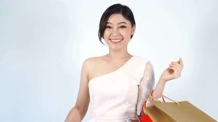 queda : young happy woman holding gift box and shopping bag