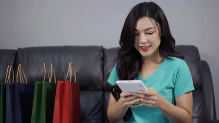 péntek : happy woman using digital tablet for online shopping in the living room