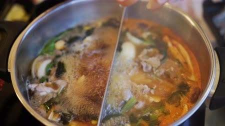 křaplavý : people beating egg into sukiyaki hot pot