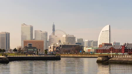 набережная : YOKOHAMA, JAPAN - March 26, 2019 : time lapse of Minatomirai, view from the bay in Yokohama city, Japan