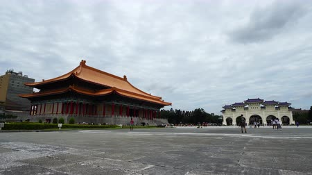salle de concert : Taipei, Taiwan- 8 June, 2019: National Theater Hall and Liberty Square main gate of Chiang Kai-Shek Memorial Hall in Taipei, Taiwan. the famous landmark with popular travel of tourists visiting Taiwan.