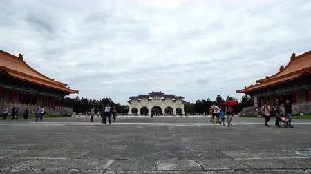 národní památka : Taipei, Taiwan- 8 June, 2019: Unidentified people visited Liberty Square of Chiang Kai-Shek Memorial Hall in Taipei, Taiwan. the famous landmark with popular travel of tourists visiting Taiwan.
