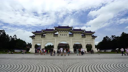 мемориал : Taipei, Taiwan- 8 June, 2019: Liberty Square main gate of Chiang Kai-Shek Memorial Hall in Taipei, Taiwan. the famous landmark with popular travel of tourists visiting Taiwan.