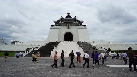 hostující : Taipei, Taiwan- 8 June, 2019: Unidentified people visited Chiang Kai-Shek Memorial Hall in Taipei, Taiwan. the famous landmark with popular travel of tourists visiting Taiwan. Dostupné videozáznamy