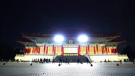 salle de concert : Taipei, Taiwan- 8 June, 2019: National Theater Hall of Chiang Kai-Shek Memorial Hall at night in Taipei, Taiwan. the famous landmark with popular travel of tourists visiting Taiwan.