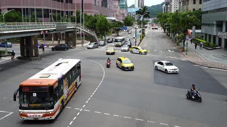 autobus : Traffic on road in Taipei, Taiwan