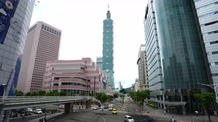 metropolitní : Taipei, Taiwan- 9 June, 2019: Taipei 101 tower with traffic on road in Taipei, Taiwan