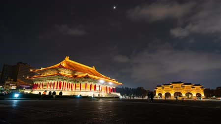 concertgebouw : time-lapse van National Theatre Hall en Liberty Square hoofdingang van Chiang Kai-Shek Memorial Hall in Taipei, Taiwan