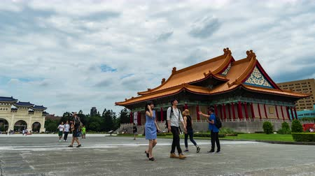 concertgebouw : time-lapse van National Concert Hall en Liberty Square hoofdpoort van Chiang Kai-Shek Memorial Hall in Taipei, Taiwan Stockvideo