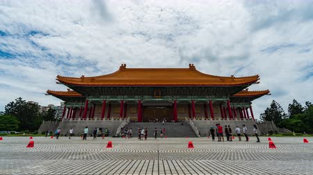 мемориал : time lapse of National Theater Hall of Chiang Kai-Shek Memorial Hall in Taipei, Taiwan Стоковые видеозаписи