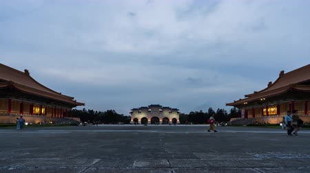 taiwan : day to night time lapse of Liberty Square of Chiang Kai-Shek Memorial Hall in Taipei, Taiwan Vídeos