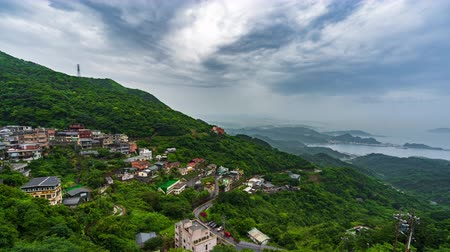 Тайвань : time lapse of of Jiufen village with mountain and east china sea, Taiwan
