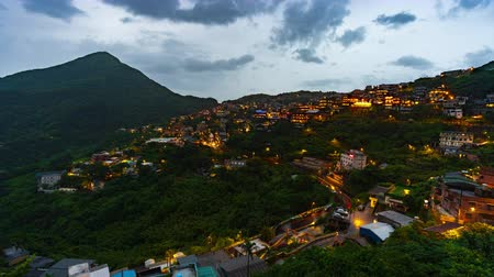 склон холма : day to night time lapse of Jiufen village with mountain in raining day, Taiwan Стоковые видеозаписи