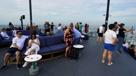 król : Bangkok, Thailand – Jul 27, 2019 : Unidentified people with panoramic view on 78th floor at King Power Mahanakhon building rooftop, Bangkok, Thailand Wideo