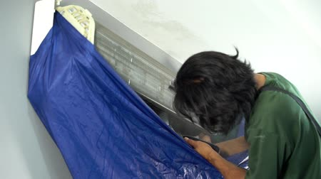 filtro aire : slow-motion of technician service using water spray are cleaning the air conditioner indoors
