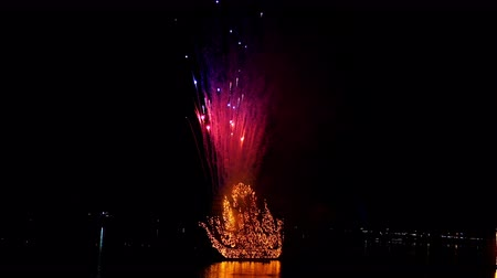 the mekong : NAKHON PHANOM, THAILAND - OCTOBER 13, 2019: Traditional fire boat floating with firework in Mekong river at night in Nakhon Phanom, Thailand