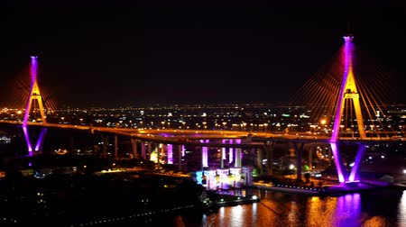 Бангкок : panning shot of Bhumibol suspension bridge cross over Chao Phraya River at night in Bangkok city, Thailand