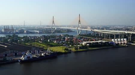 süspansiyon : Bhumibol suspension bridge cross over Chao Phraya River in Bangkok city, Thailand