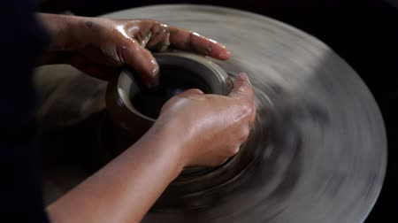 korsó : Potters hands are creating a jar or vase of earthenware on potters wheel